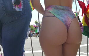 Phat ass white girl At The Parade
