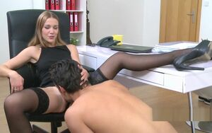 Dame agent in tights gets oral
