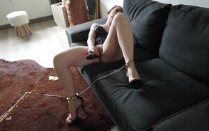Getting off - Sabrina in Footcuffs mit..