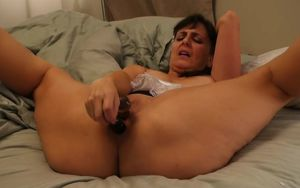 Mature superslut puts on a demonstrate..
