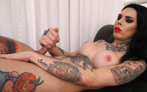 Tatted up tranny jerks her pipe